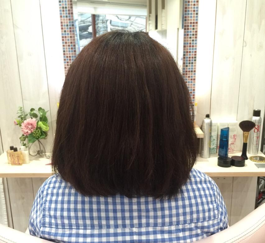 美容室に来た女性の髪